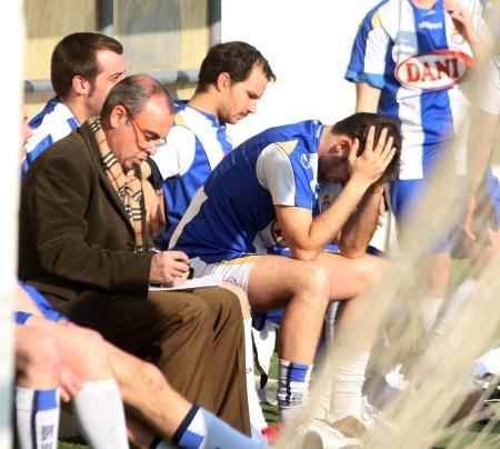 Xavi Andreu dando órdenes a un equipo abatido